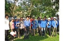 Chi đoàn 47K2 Nông học đảm nhận công trình thanh niên chào mừng 50 năm thành lập trường