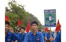 LCHSV khoa Sinh tổ chức Đội diễu hành, tuyên truyền hưởng ứng