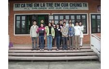 Nhóm CLE khoa Luật Vinh đến với cộng đồng Làng trẻ SOS