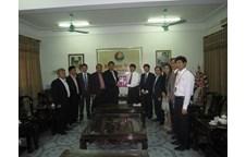 Đoàn cán bộ trường Đại học Ubon Thani Rajabhat – Thái Lan thăm và làm việc với trường Đại học Vinh
