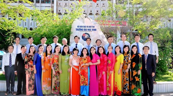 Đội ngũ cán bộ khoa SP Toán học