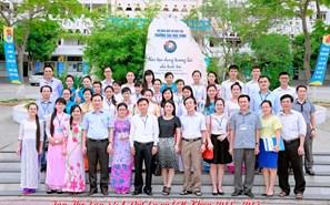 Giảng viên và sinh viên khóa 52A