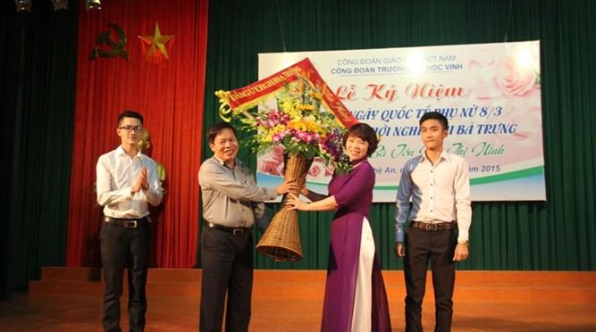 Công đoàn Trường Đại học Vinh tổ chức kỷ niệm 105 năm Ngày Quốc tế phụ nữ 8/3, 1975 năm khởi nghĩa Hai Bà Trưng và giao lưu với Bà Tôn Nữ Thị Ninh