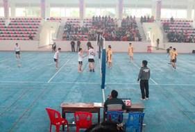 Sinh viên khoa Sư phạm Ngữ văn hào hứng tham gia giải bóng chuyền sinh viên 2015 do Đoàn trường Đại học Vinh tổ chức