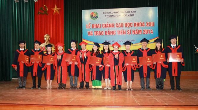 Trường Đại học Vinh long trọng tổ chức Lễ khai giảng cao học khóa 22 và trao bằng Tiến sĩ năm 2014